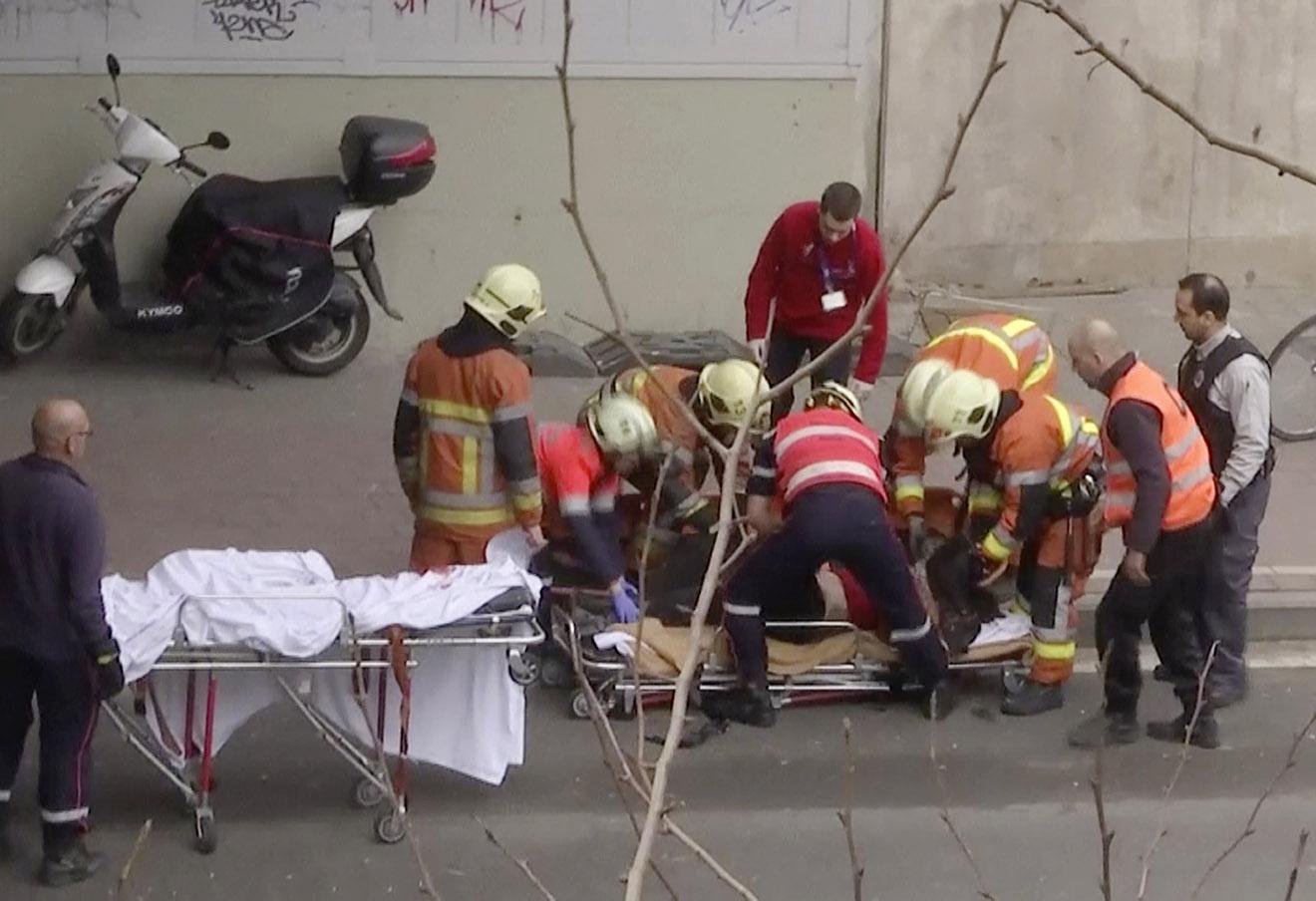 Пострадавшие после взрыва у метро в Брюсселе.