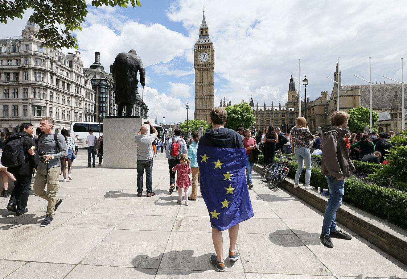 Участник акции против выхода Великобритании из ЕС.