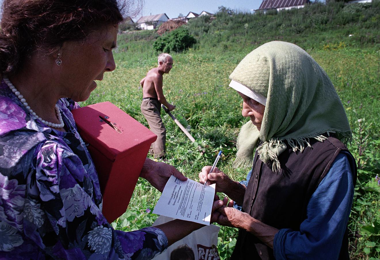Урна для голосования в селе Вериловка.