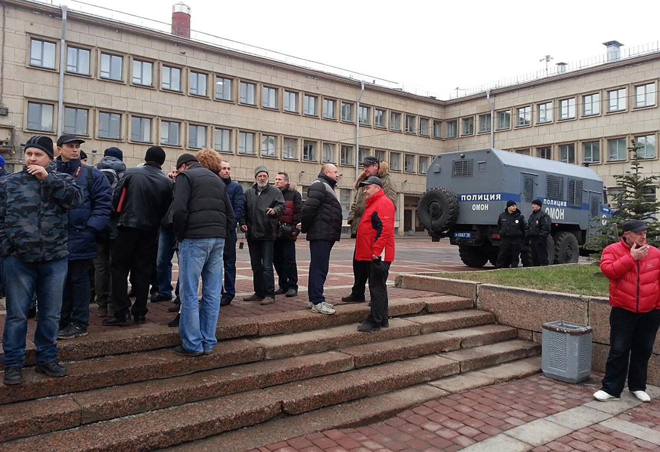 У здании администрации Московского района Петербурга во время встречи с министром транспорта Максимом Соколовым.