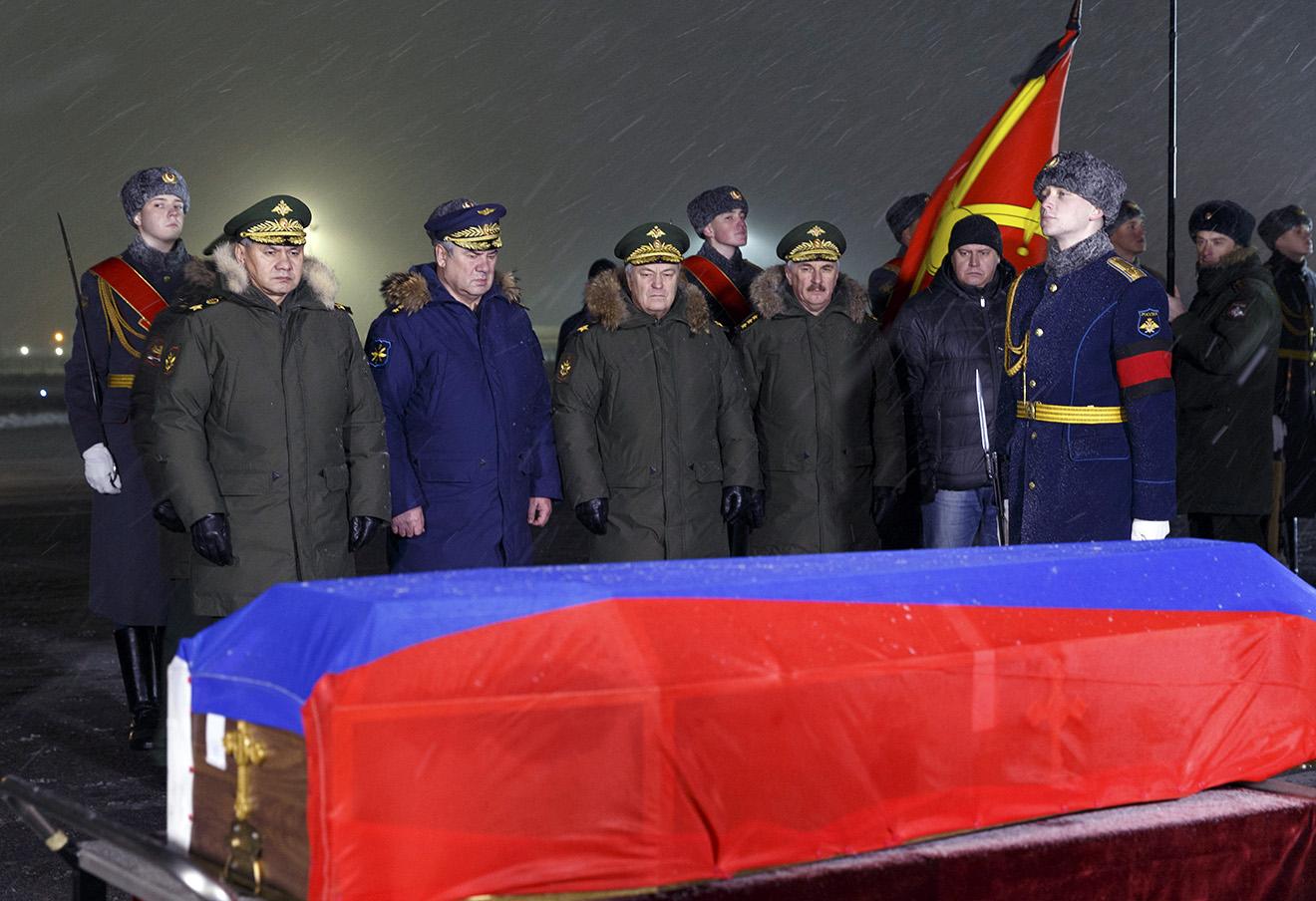 Гроб российского подполковника Олега Пешкова, транспортированный из Турции.