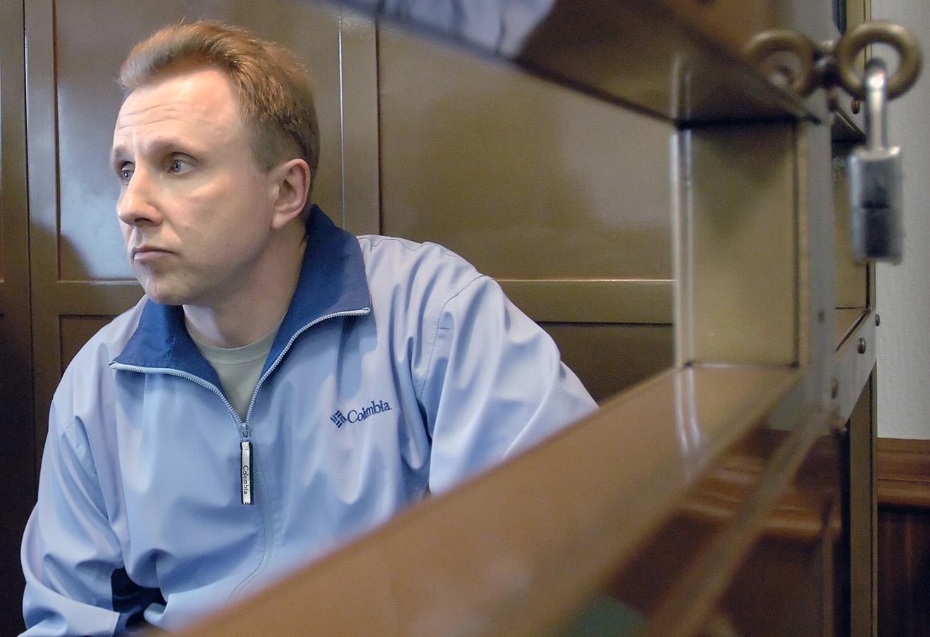 Алексей Пичугин в зале заседаний Мосгорсуда, май 2006 года.