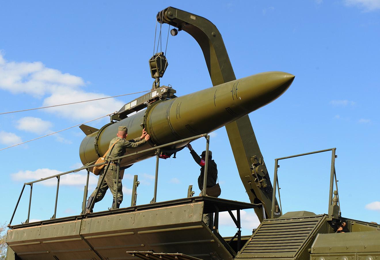 Подготовка к учебному пуску ракетного комплекса.